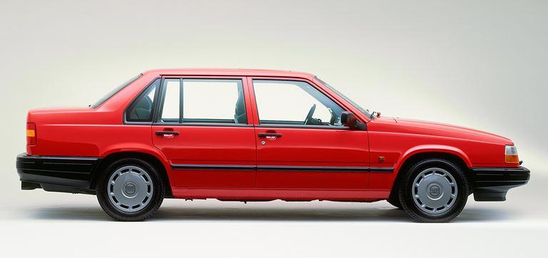 49_Volvo_940_Sedan_large