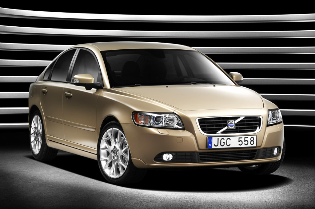 changfeng-working-on-volvo-s40-clone-8652_1