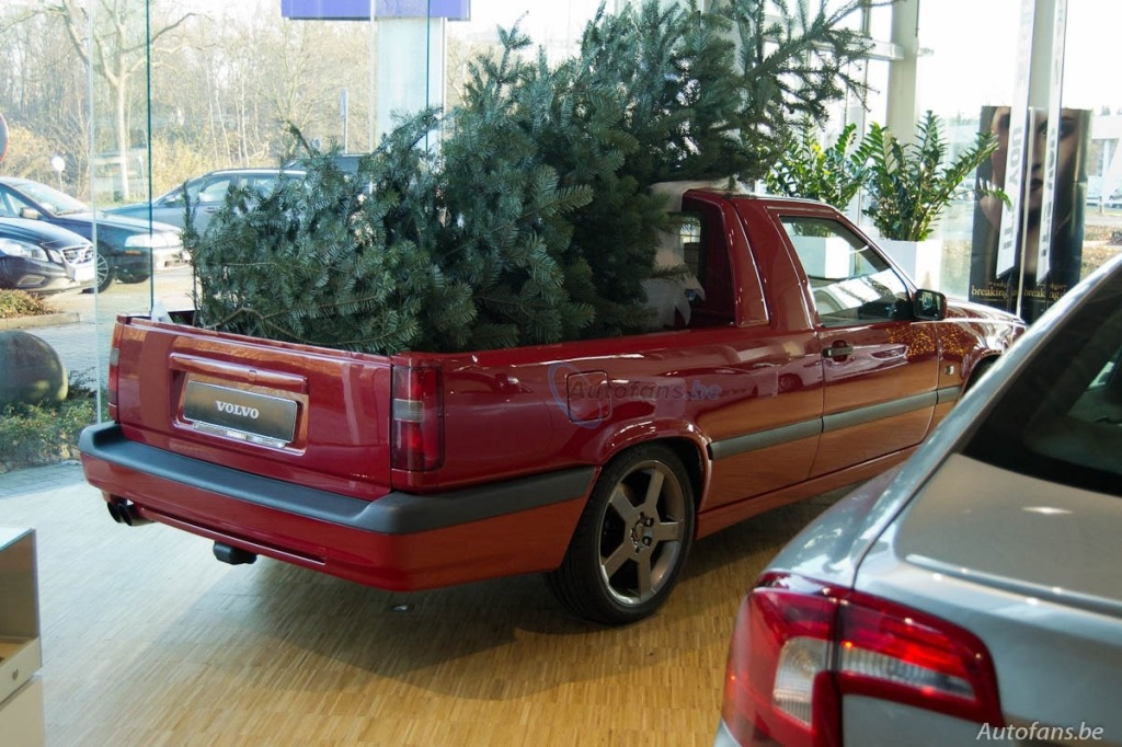 belgian-volvo-dealer-has-special-way-of-celebrating-christmas_1