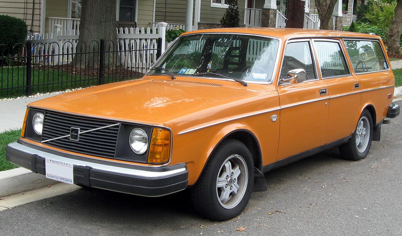 1280px-1975_Volvo_245_DL_wagon