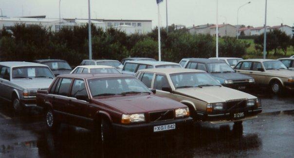 Volvo 740 GL 1987 og 1990 þá nýr 5. ágúst 1990 á planinu hjá Velti hf.
